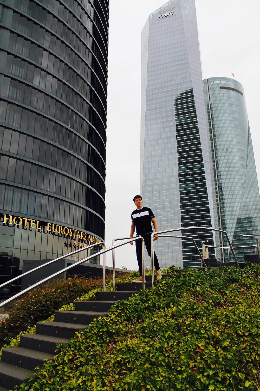 The trendy Man en las cuatro torres en Madrid