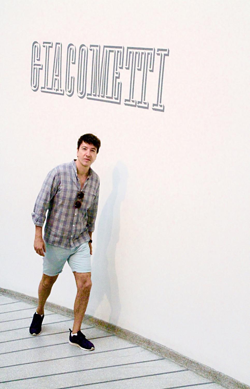 The Trendy Man viendo la exposición de Giacometti en Nueva York
