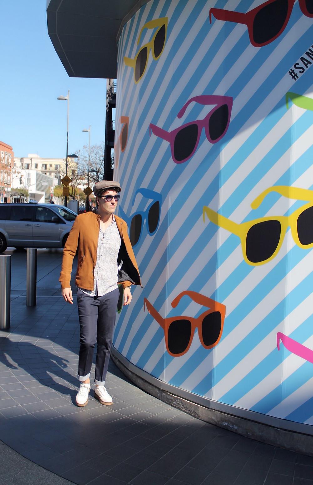 The Trendy Man de compras por Santa Monica, California