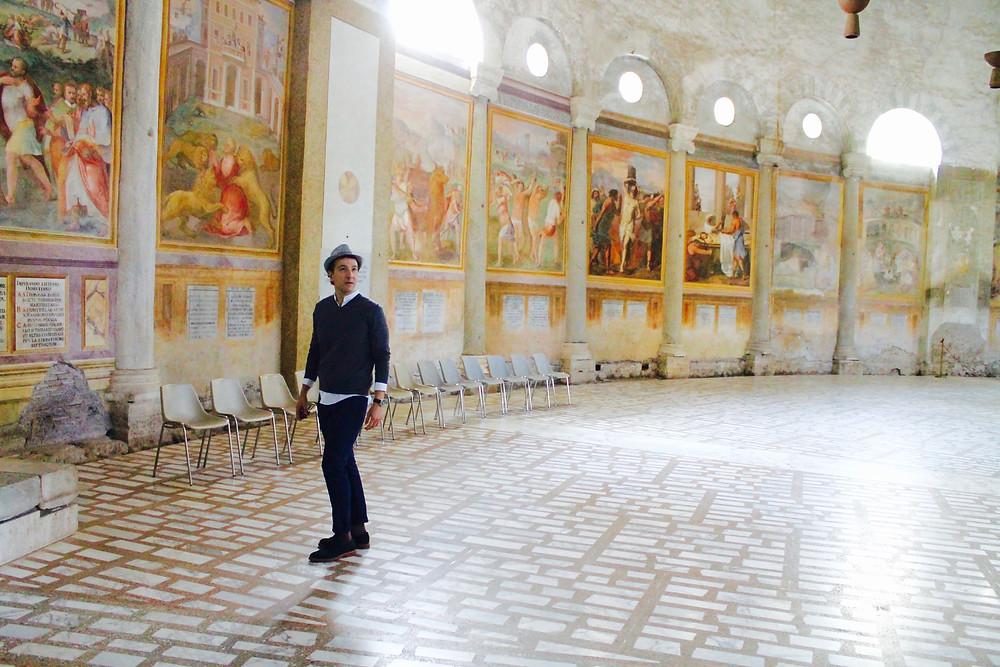 Trendy Man en la Iglesia de Santo Stefano Rotondo