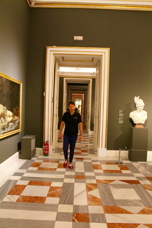 The trendy man en Palacio real