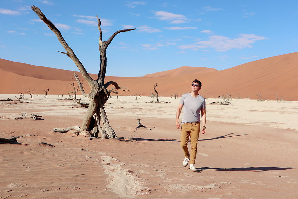 the-trendy-man-desierto-rojo-namibia.jpeg