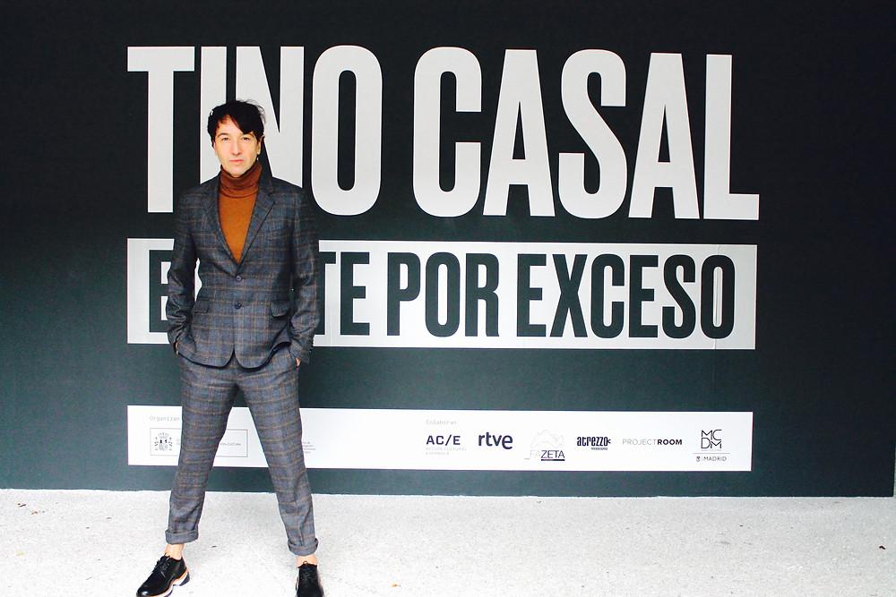 Miguel Biedma en la inauguración de la exposición sobre Tino Casal