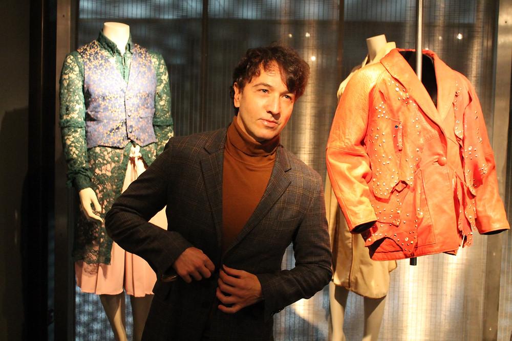 The Trendy Man con un traje de Eduardo Rivera