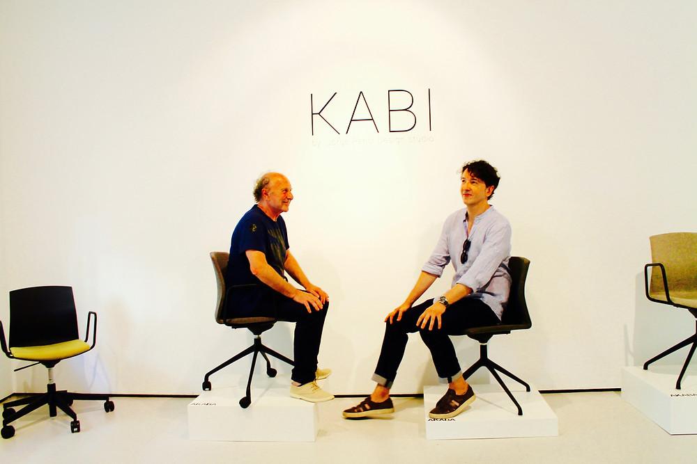 El diseñador Jorge Pensi charla con Miguel Biedma sobre sus creaciones.