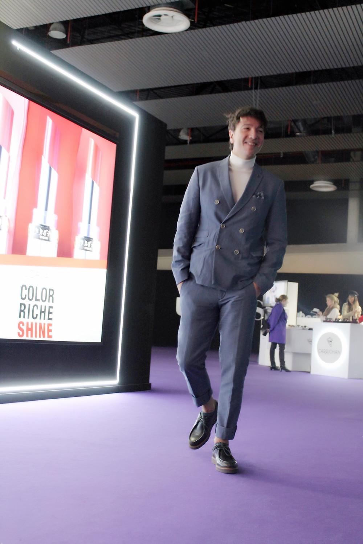 The Trendy Man con un traje de Topman