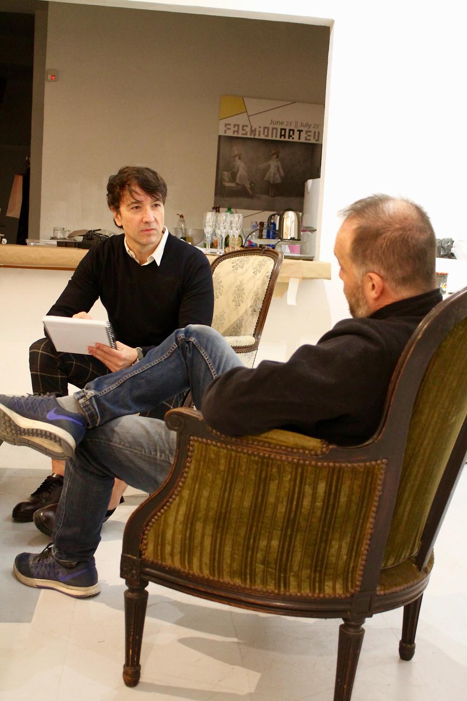 Charles Villeneuve en un momento de la entrevista con The trendy Man