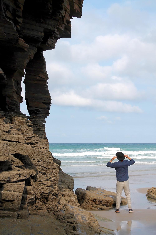 Miguel Biedma en la Playa de las Catedrales en Lugo.