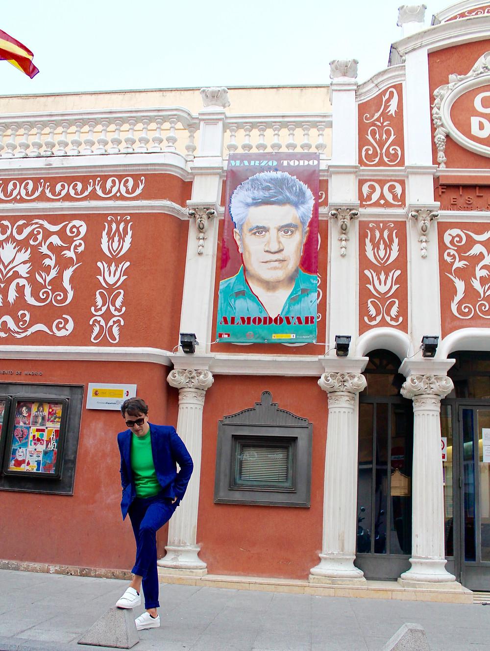 the trendy man en el estreno de Todo almodovar