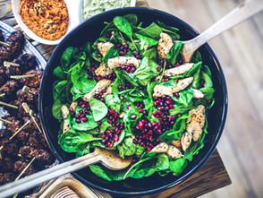 Die gesunde Versuchung - Babyspinat-Salat mit Putenstreifen und Grantapfelkernen