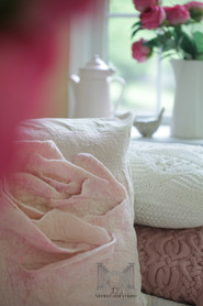 Rose Pillow01res.jpg