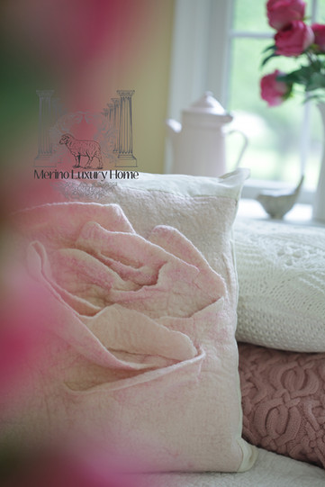 Rose Pillow02res.jpg