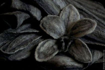 Scarf&Brooch Orchid 'Black&White Dreams' 4.jpg