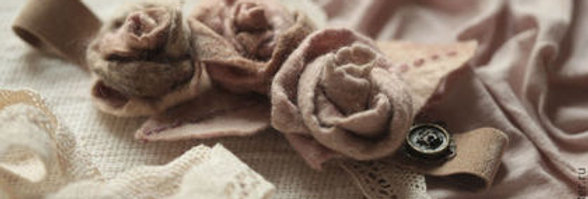 Neck Decoration 'Tea Roses'