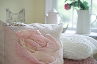 Rose Pillow04res.jpg
