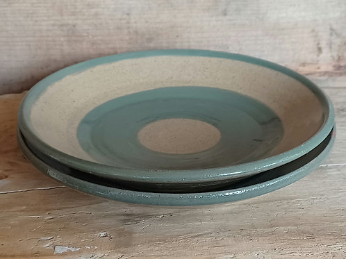 Set of two side plates.
