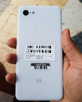 Google Pixel 3 XL, in Clearly White, leaked in live photos