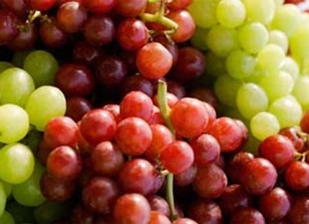 Seedless Green and Red Grapes (per kg)