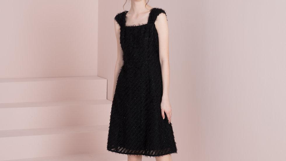 A型简约黑色小礼裙