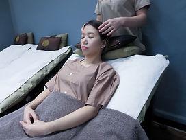 Customer getting a head neck shoulder massage