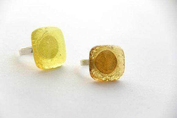 Bague en verre jaune