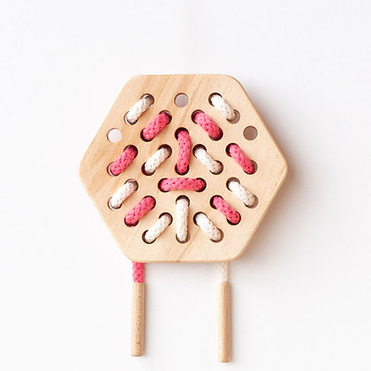 Hexagones - jouet à lacer en bois