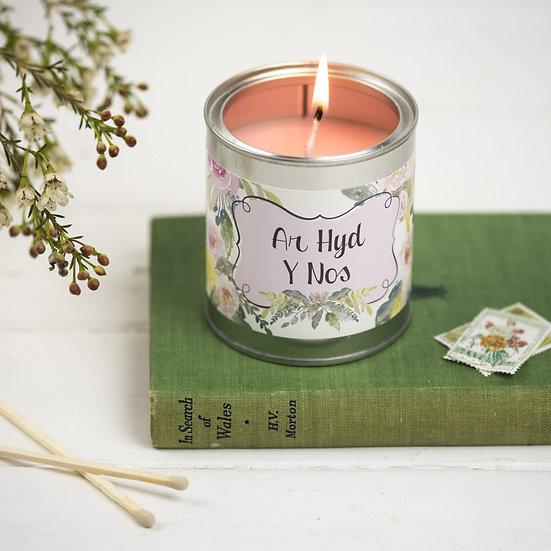 Ar Hyd y Nos candle