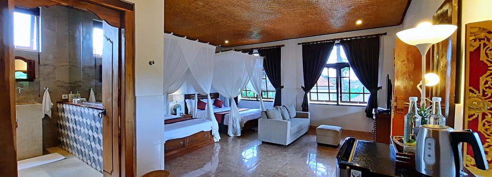 Room 12_07.jpg