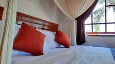 Room 12_04.jpg