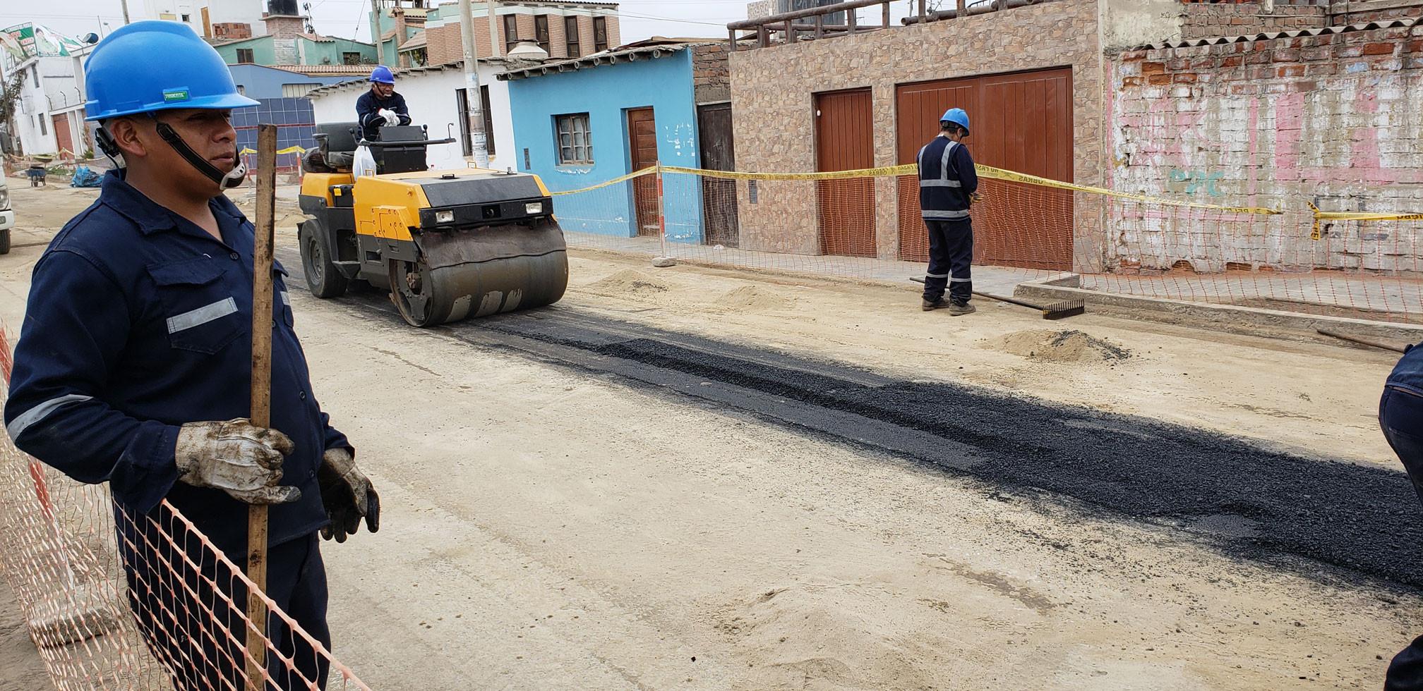 Repocisión de carpeta asfáltica en caliente en Lima, Perú