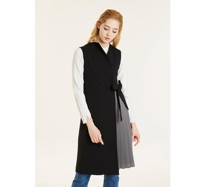 Black pleats vest
