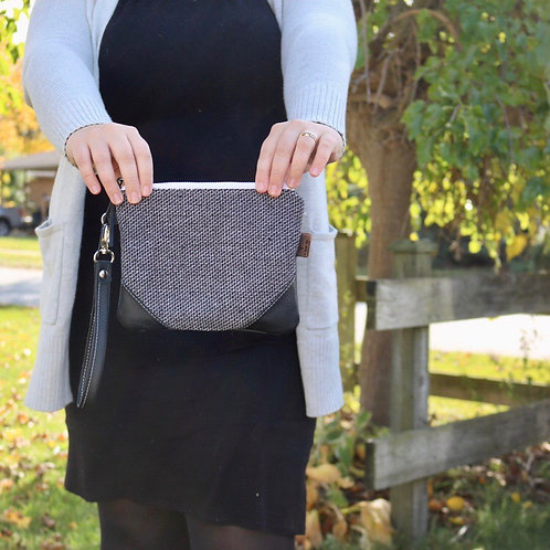 The Cleo Wristlet in Speckle