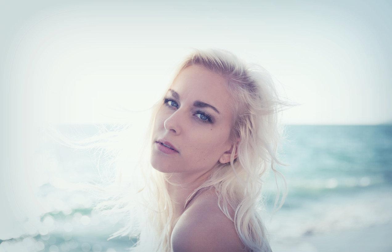 Lauren Nikohl, singer, model