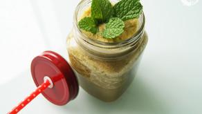 Suco funcional de cenoura, couve e maçã pela manhã para limpar seu organismo