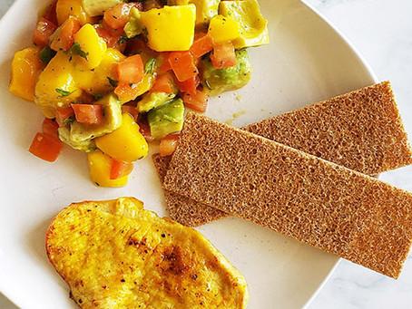 Uma salada de manga leve, saudável e super refrescante