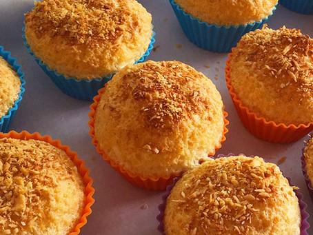 Muffin de baunilha com coco low-carb para não sair da dieta