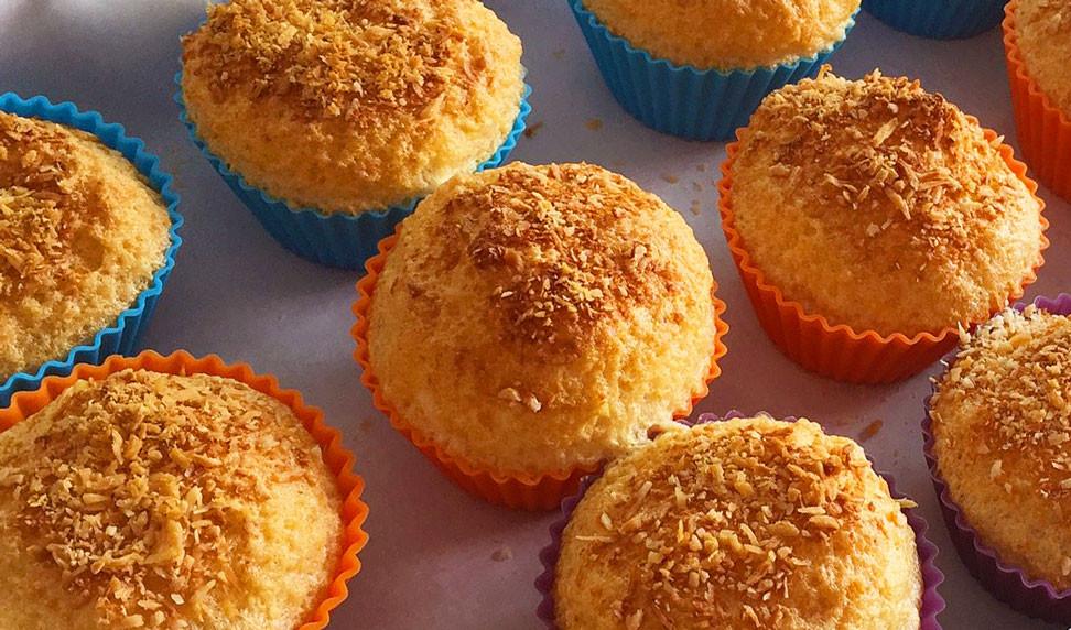 Muffin low-carb de baunilha com coco