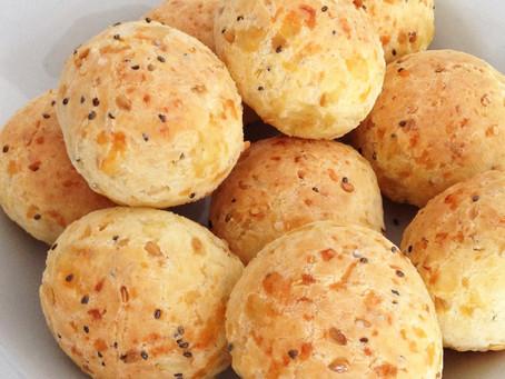 Pão de queijo fit de ricota e chia