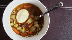 Uma sopa nutritiva para reduzir o desperdício e aproveitar todas as sobras da geladeira