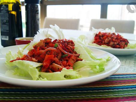 Canoinha de alface com frango e salada