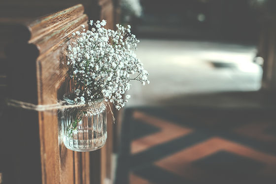Rustic wedding decor decorating an aisle | Unforgettable Events