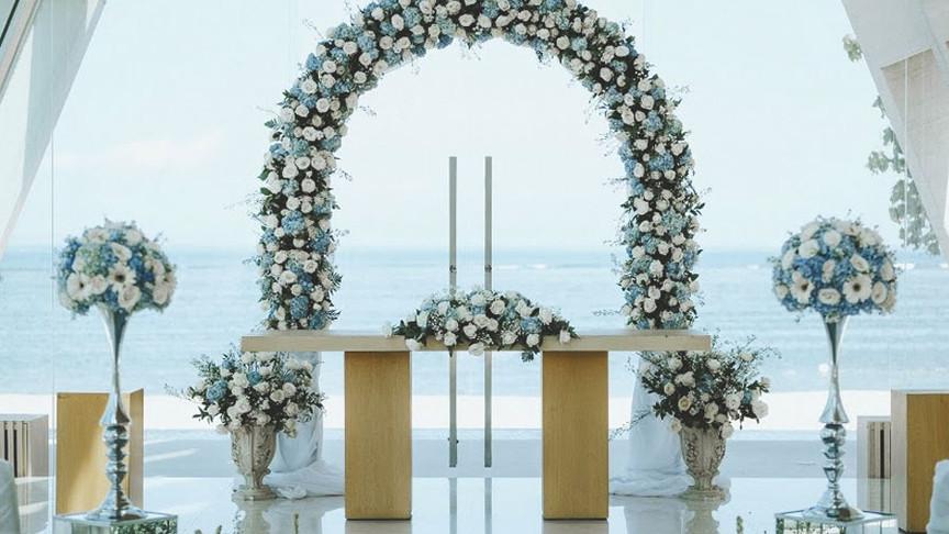 blue-wedding-arch-chapel