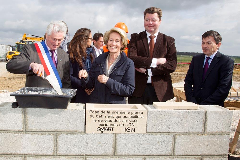 Première pierre - IGN Beauvais