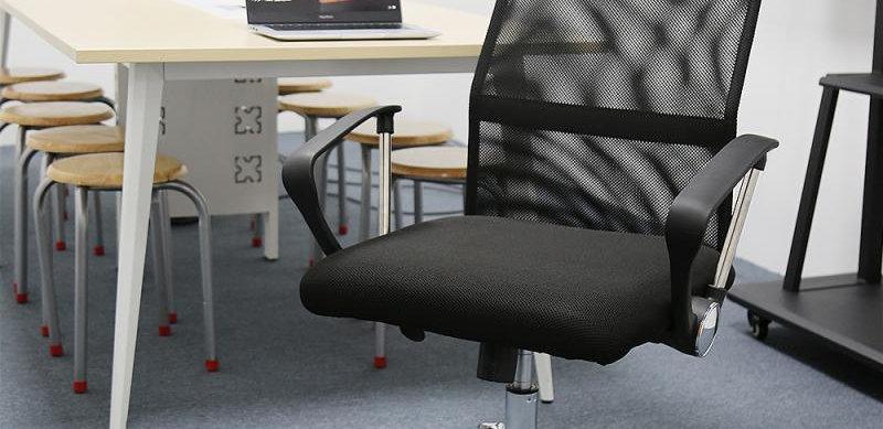 Black Mesh Office Chair 360 Degree Rotatable & Liftable