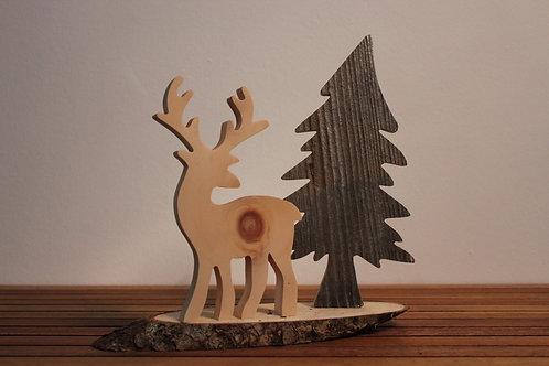 Der Hirsch im Wald