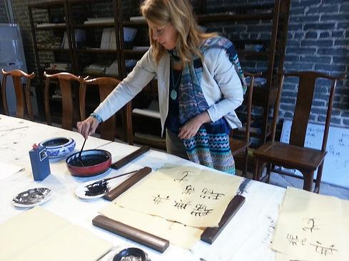 Ingela Johansson in China calligraphy workshop