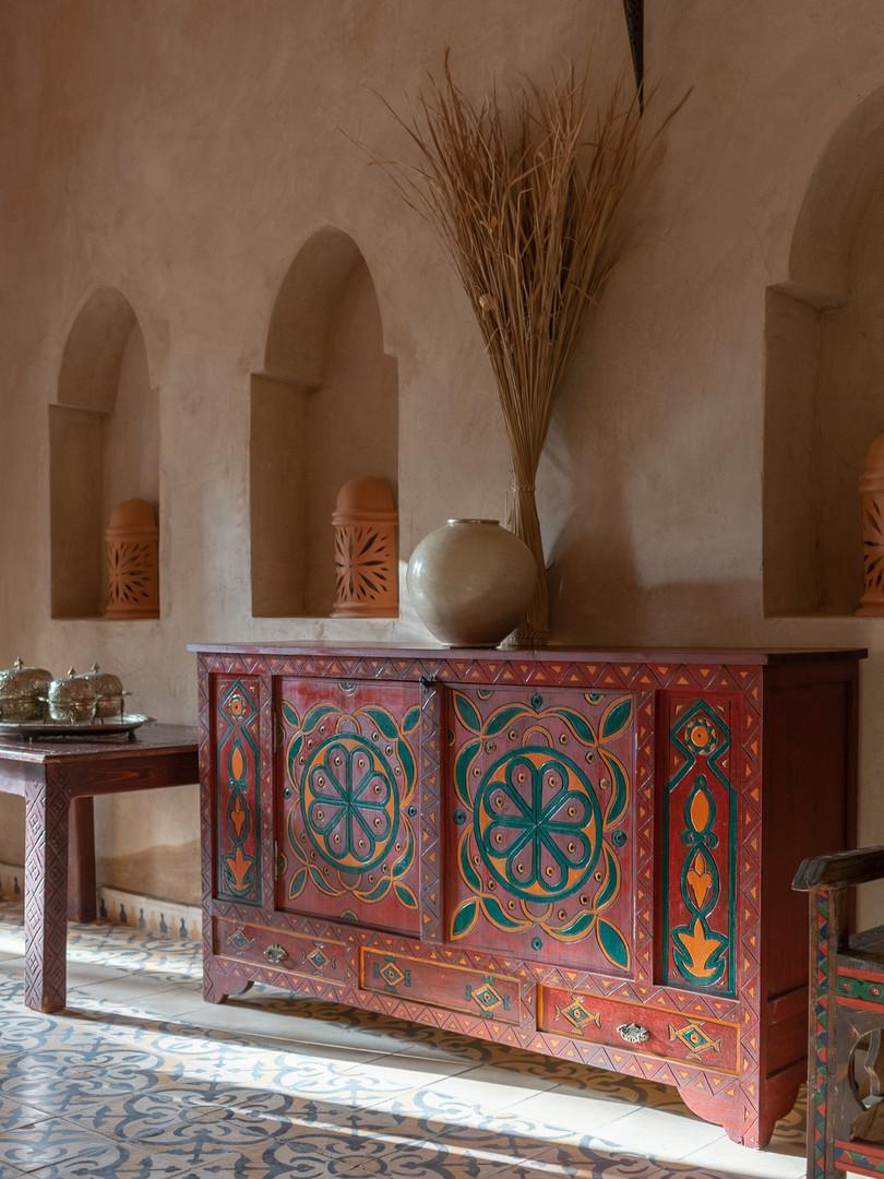 Une kasbah meublée de meubles anciens nichés au quatre coins du Maroc