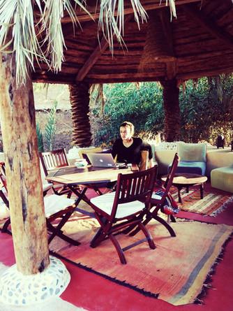 Salon en bois de palmier de la maison d'hôtes La Kasbah Azul