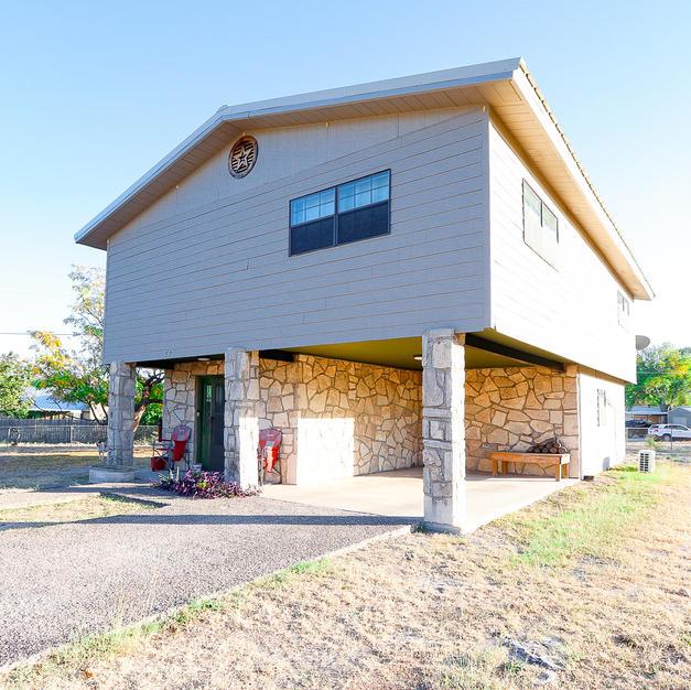 57 Ward Rd, Brackettville, TX