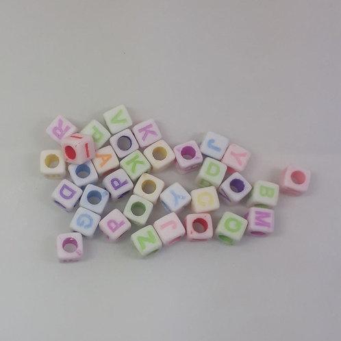Cubo com letra com 50 unidades